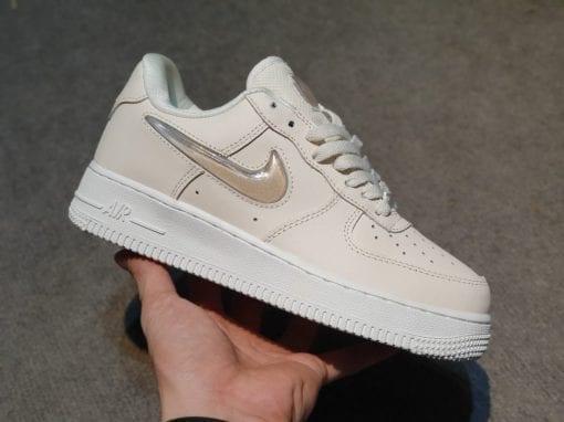 Nike Air Force 1 hong phan vay nhu h&s sneaker