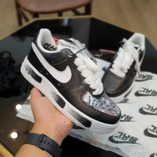 giay Nike Air Force 1 ban hoa cuc troc son