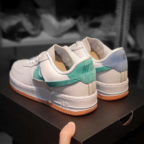 Giay Nike Air Force 1 Lx Vandalized H S Sneaker A nike air force 1 shadow azok előtt a nők előtt tiszteleg, akik példát mutatnak a következő generációnak azzal, hogy változást hoznak a közösségükbe. giay nike air force 1 lx vandalized h s sneaker
