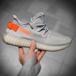 giay Adidas Yeezy Boost 350 V2 Tail Light gia re ha noi