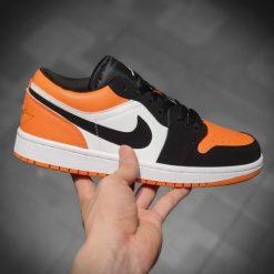 Giay Nike Air Jordan 1S Low thap co mau den cam