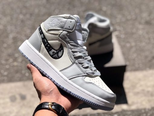 Giay Nike Air Jordan 1 X Dior co cao