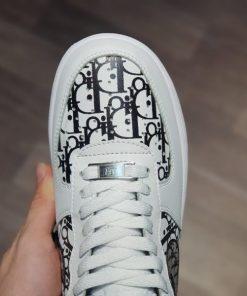 giay Dior x Nike Air force 1 low co thap trang chu den