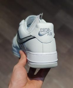 giay Dior x Nike Air force 1 low co thap trang chu trang