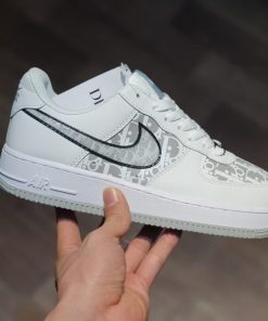 giay Dior x Nike Air force 1 low co thap trang chu trang