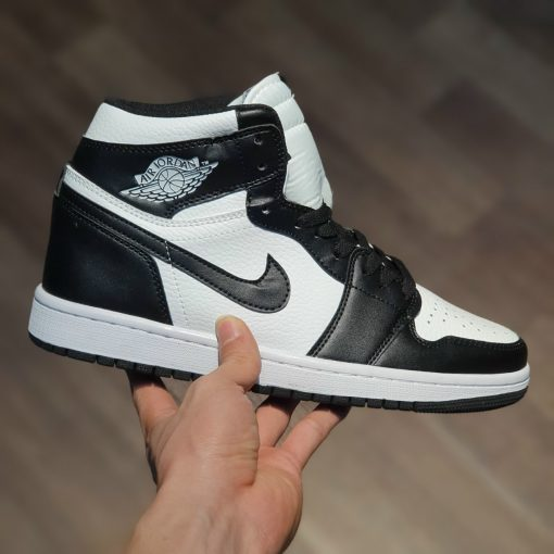 Giay Nike Air Jordan 1 Retro High OG Black White den trang co cao