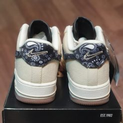 duoi giay Nike Air Force 1 Low Paisley Swoosh DJ4631-200 rep 11 gia re ha noi